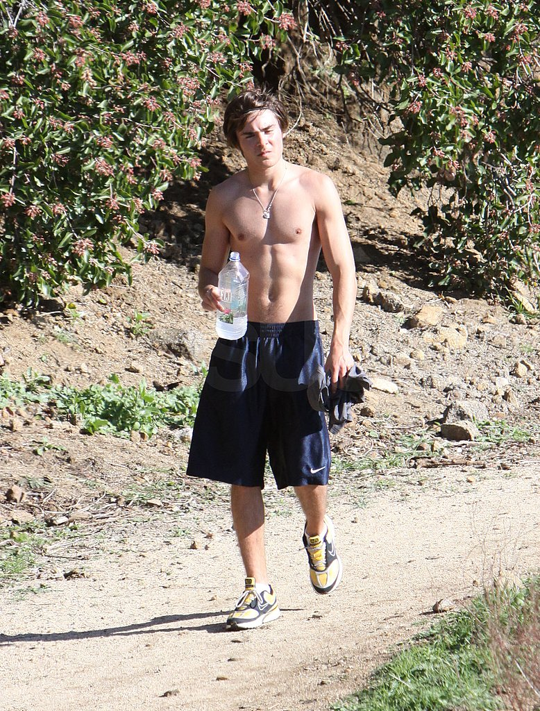 Zac Efron Works Out Shirtless